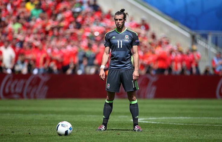 Gareth Frank Bale 11 on Wales National Football Team