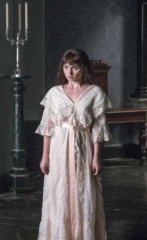 Jessica Barden in Penny Dreadful Season 3