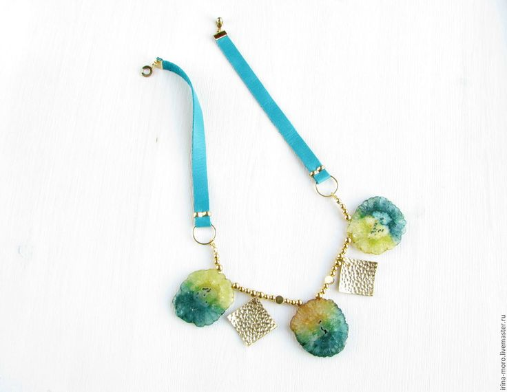 Stylish necklace with beautiful large two-tone quartz stalactites high quality, gold plated pendants on Italian leather cord. Necklace is made in one of the most trendy colors of a season autumn-winter 2017-2018 spruse shaded #necklace #stalactite #quartz #yellow #mint #green #leather #jewelry #колье #ожерелье #бусы #кожа #мятный #зеленый