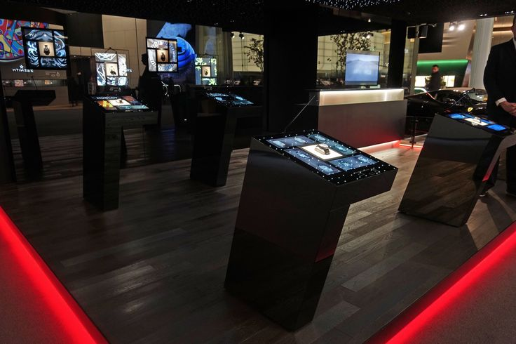 @Hublot #FusionDisplayCase A new means of presenting a product without any protective glass @Baselworld2017 @xjc_xavierperrenoud >>more>>>https://dietlin.ch/page.php?id=3184&gr=722&nv=3