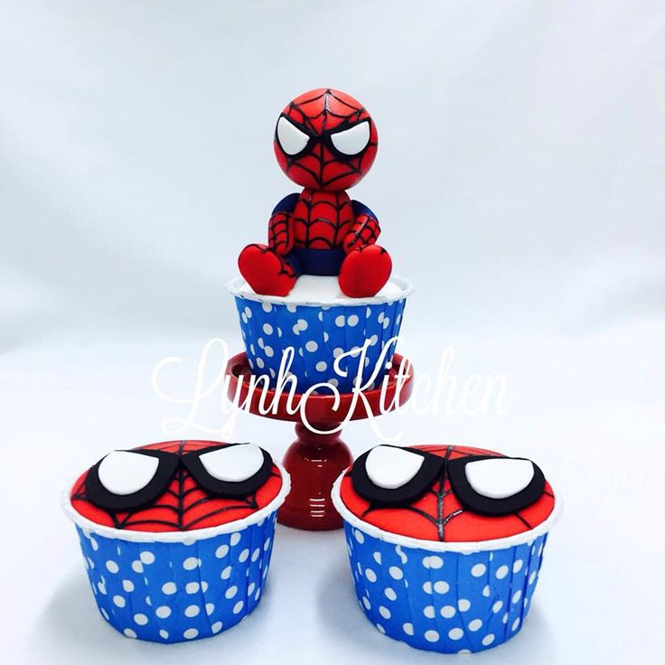 Spiderman superheroes cupcakes Lynh Kitchen