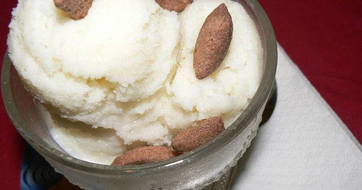"""Mennyei Citrom fagyi recept! Van olyan is, nem csak a nagy melegben, a meleg szobában is lehet fagyizni. Sláger a sütik mellé is felszolgálni a fagyit. Ma már mondhatom, télen-nyáron fogyasztjuk! Emlékszem, gyerek koromban, """"téli fagyit"""" árultak csak. Csokoládé krém tölcsérben. Celofánba csomagolva. :)"""