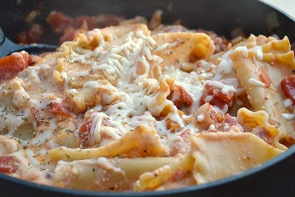 Skillet Lasagna! A healthy and delicious dinner! 275 calories, but it tastes like 1,500. Now, those are the kind of healthy recipes I'm into! :) Check out the recipe and the modifications I made to it on my blog, The Kate Chronicles!