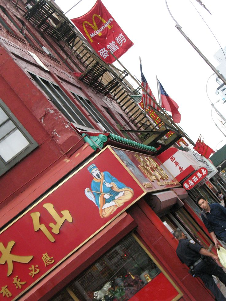 Chinese karakters bepalen de gevels in China Town niet ver van Lower East Side op Manhattan. Zelfs voor McDonalds hebben ze eigen tekens!