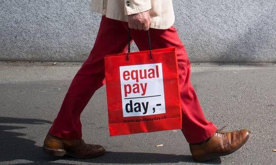 """Heute ist Equal Pay Day! Das Motto: 22% mehr wär fair! Das """"Wer braucht Feminismus?""""-Team ist bei dem Aktionstag in Hannover dabei. Von 14-16 Uhr am Platz der Weltausstellung - kommt vorbei, wenn ihr in der Nähe seid! #equalpayday"""
