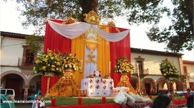 Corpus Christi: Altares en Pátzcuaro en la Plaza Vasco de Quiroga