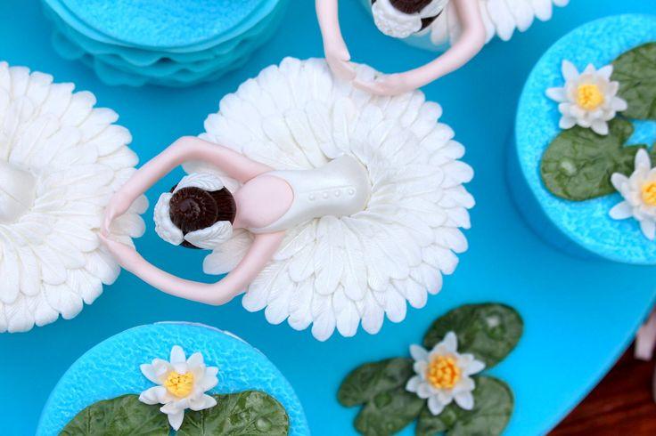 Swan Lake cupcake
