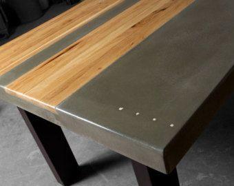 Cette table de cuisine/salle à manger béton a été faite récemment pour un client de Tao béton. Il est fait avec un noueux hickory naturel bord et