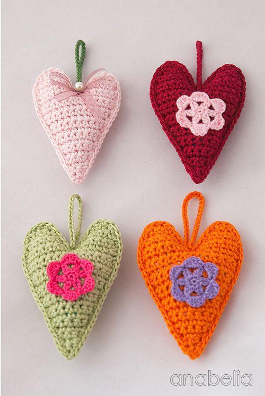 Crochet hearts, free pattern by Anabelia