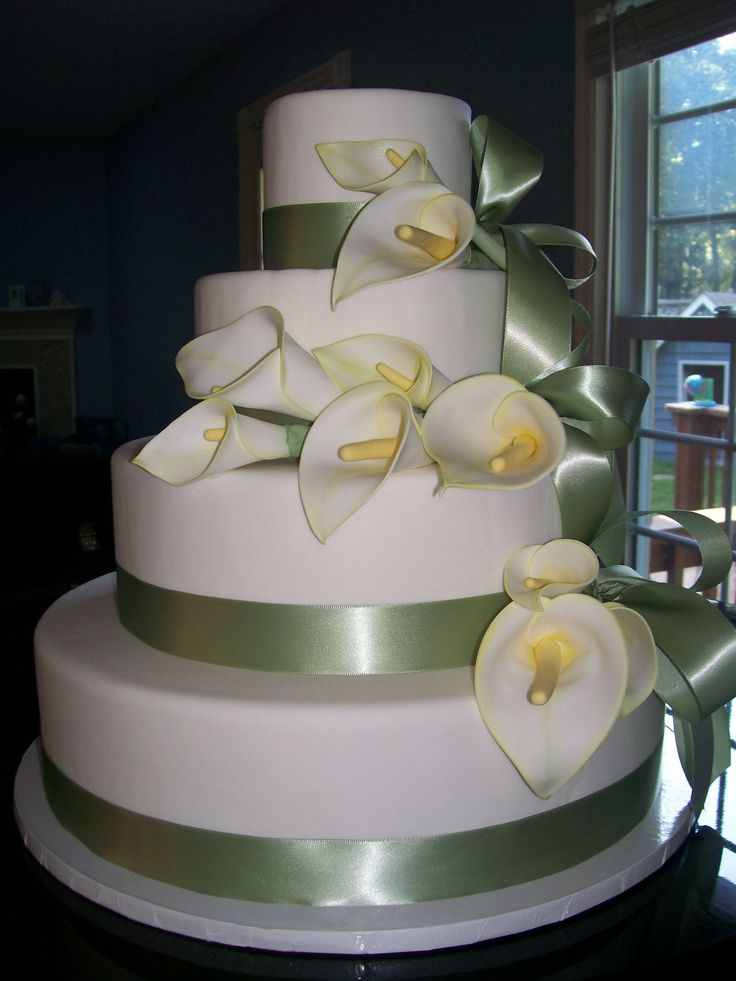 wedding cake with purple calla lilies 129 best images about calla wedding cakes on 26945