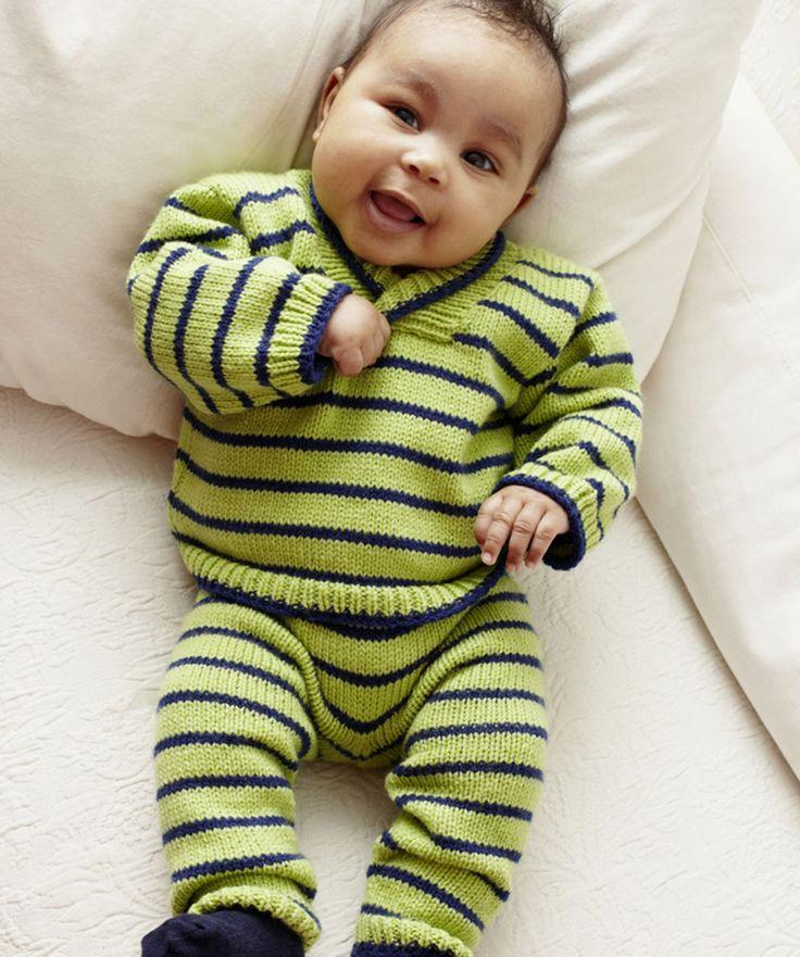 Sticken Sie dieses Set, um Ihr Baby stilvoll warm zu halten. Klassische Farben, niedliche Streifen und ein waschbares Garn machen dieses Outfit zu einem Favoriten.