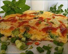 Zobacz zdjęcie Omlet z serem i brokułami - zdrowo i pysznie :)  Składniki (1 porcja) : 2 jaj...