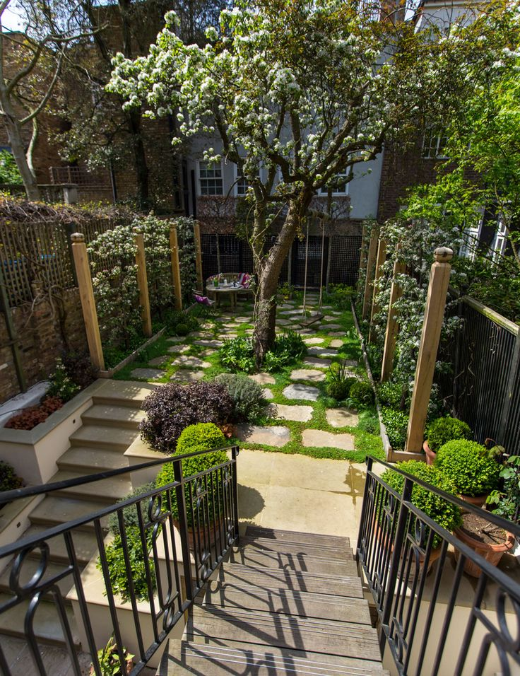 17 best ideas about small gardens on pinterest small garden design contemporary gardens and - Garden design terraced house ...