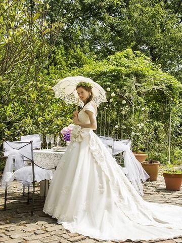 【アティーラ】誰もが息を呑むシンプルで優雅なAラインドレス☆☆《ウェディングドレス》│TUTU Wedding Produce