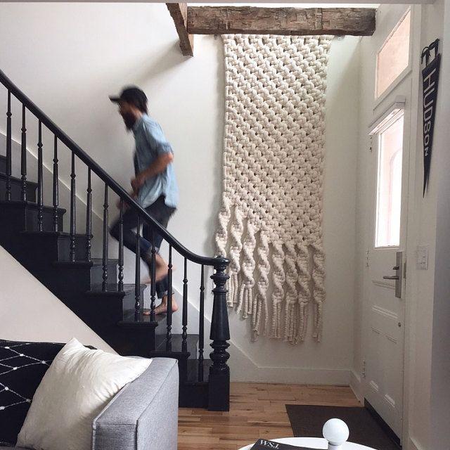 Me encanto la idea! Cortina de macrame en descanso de escalera …