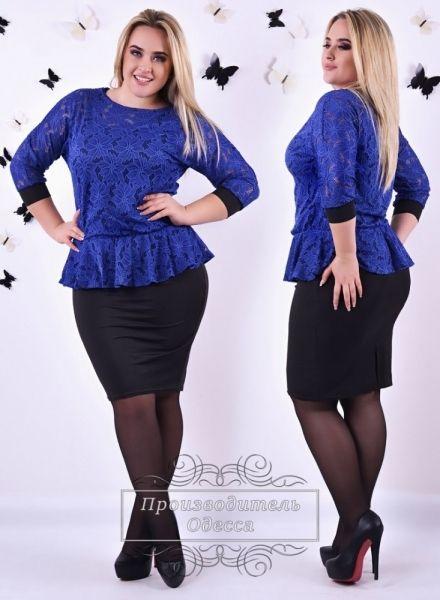 Платье батал стильное облегающее с кружевным верхом синий