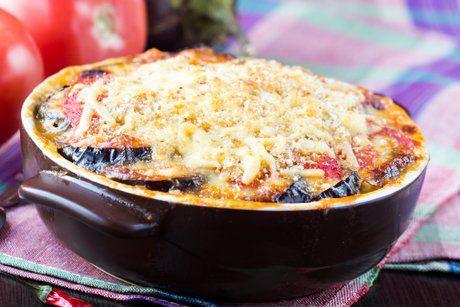 Vegetarisches Moussaka mit Kartoffeln schmeckt der ganzen Familie. Eine Rezept - Idee für einen Tag ohne Fleisch.