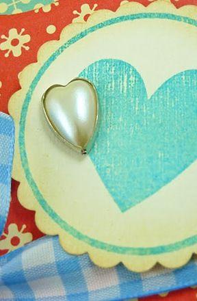 Stempel LM serce w kółku odbity tuszem LM turkusowym a następnie delikatnie postarzony tuszem jasnobrązowym.