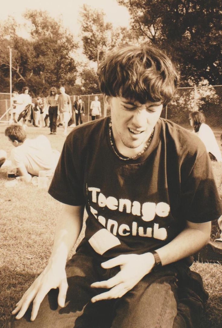 Graham Coxon at Slough Festival, July 27, 1991. Teenage Fanclub!!! ©Polly Birkbeck