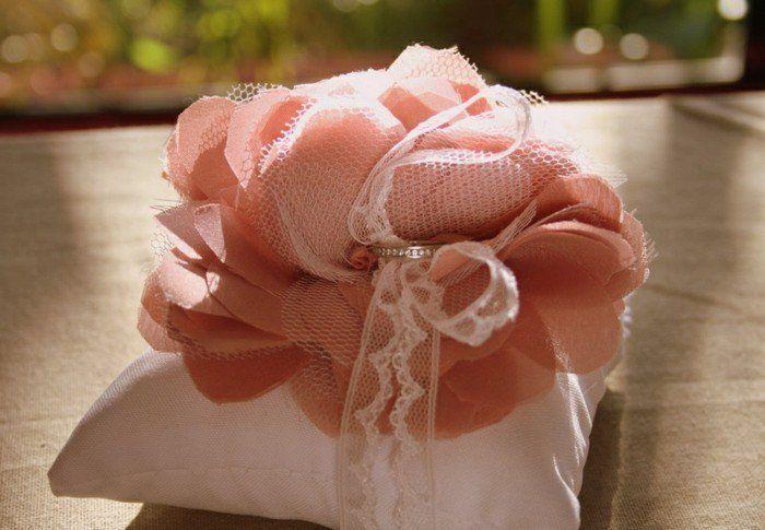 17 meilleures id es propos de fleurs en tissu sur pinterest tutoriel fleurs en tissu fleurs. Black Bedroom Furniture Sets. Home Design Ideas