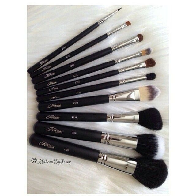 """Thank you for sharing  #repost from @makeupbyjenny: """"Tools of the trade!  My current obsession @mikasabeauty Brush Kit  #makeupbyjenny #makeup #brushes"""" #mikasabeauty"""