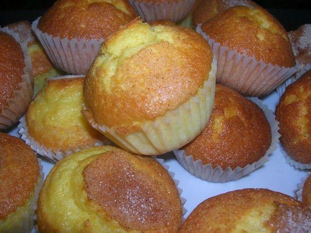 Imagen: www.nutricion.pro   Preparamos 16 magdalenas   Necesitamos   200 gramos de azúcar  3 huevos  100 gramos de aceite de girasol  1 yo...