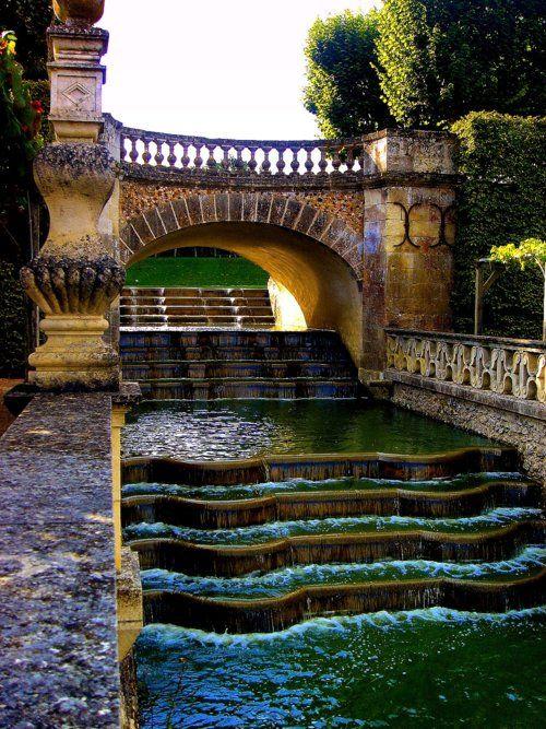 Waterfall Gardens, Villandry, France  photo via mia