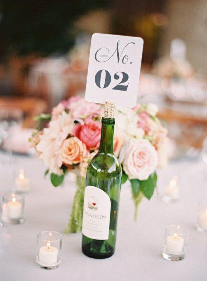 Le numéro de table peut être mis sur le liège de la bouteille de vin au centre de la table