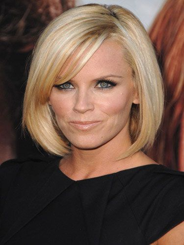 Jenny McCarthy    se a deep conditioner once a week to add shine and manageability to thick, shorter cuts.    Blow-dry hair on a low heat to cut down on frizz. If you have serious issues with frizz, mix a dab of gel and styling cream together and run through wet hair before styling.    Spritz a shine spray for that mirror-like gleam.
