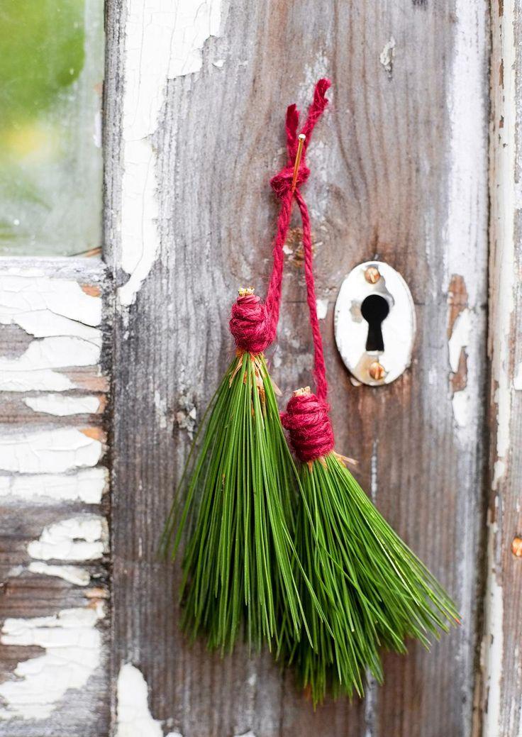 Paraatiasuinen piha tuikkii lempeää valoa ja toivottaa lämmintä joulumieltä. Katso Viherpihan vinkit ja pue puutarha tunnelmalliseksi talven ihmemaaksi!