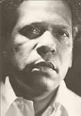 Nicolás Guillén era in comunista y fidelista. Él escribió sobre viejos ritmos, cantos carnavalescos, y el ánimo de los afroantillanos.