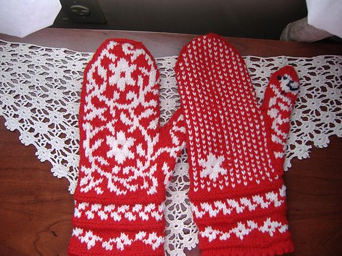 Ravelry: tl208's Bird in the hand mittens