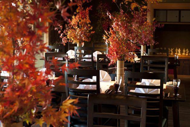 紅葉を会場いっぱいにあしらって。まるで、和庭園! #Brideal #wedding #original #ordermade #ideas # red leaves #weddingdecoration #art #ceremony #ブライディール #ウェディング #オリジナル #オーダーメイド #結婚式 #紅葉 #和婚