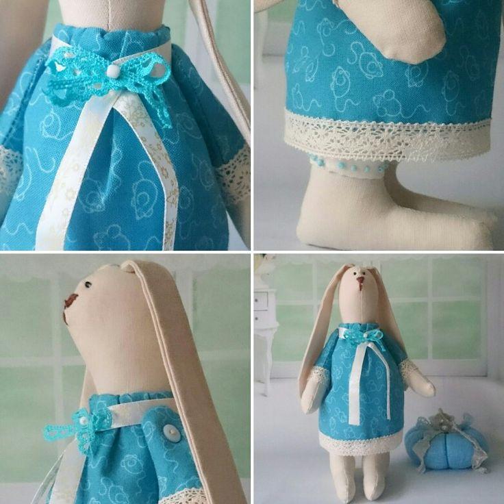 Зайка в синем платье. Рост 20 см