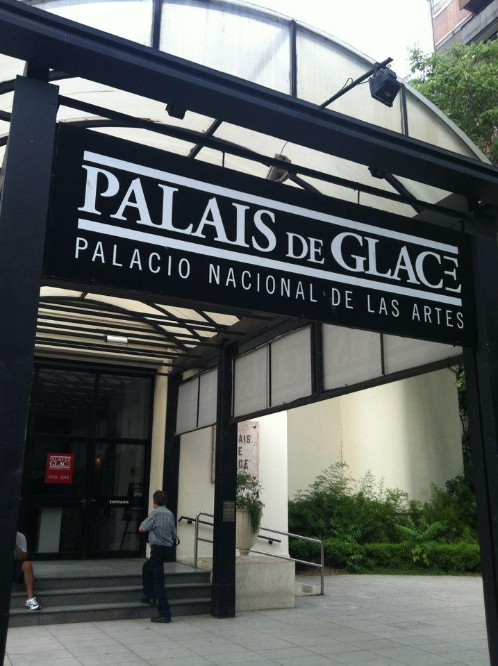 El Palais de Glace o Palacio Nacional de las Artes es un centro de exposiciones ubicado en el barrio de Recoleta. Fue inaugurado en 1910 para albergar una pista de hielo de 21 metros de diámetro, como parte de un club que nucleaba a algunas de las familias adineradas de la ciudad. Tiempo después fue convertido en un salón de baile, por donde pasaron muchas de las grandes orquestas de tango de la década de 1920.