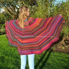 In prachtige Fenna-Herfst-Kleuren heb ik nog een warme omslagdoek gehaakt,   het is een halve maan vorm, zonder punt aan de achterkant.   ...