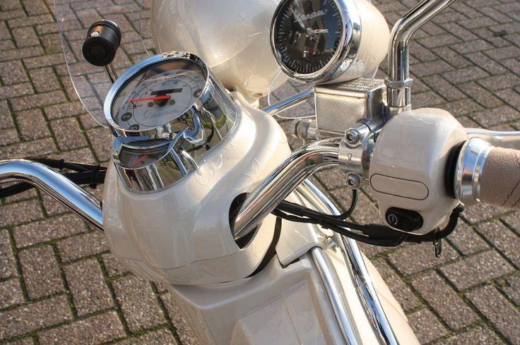 Unique Rides Vespa LXV - Vipscooters.nl