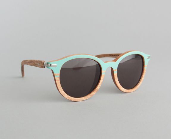 Lunettes de Soleil Faith Green Line Waiting For The Sun en vente chez L'Exception