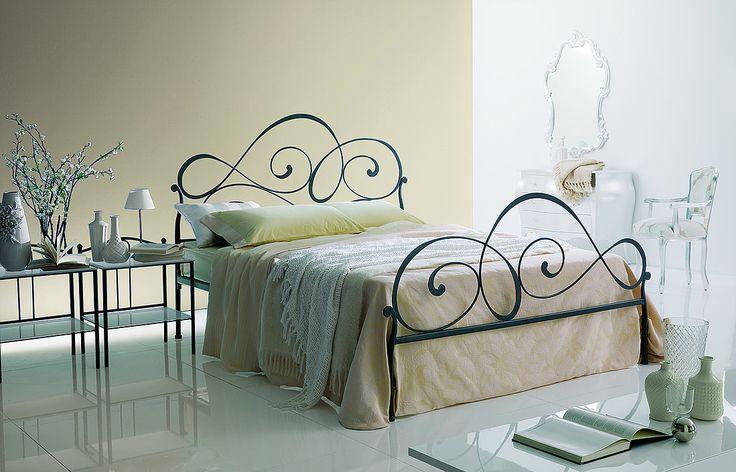 Letto Helene disponibile anche nella versione senza pediera o con contenitore. #letto #ferro #battuto #helene #ingenia #casa