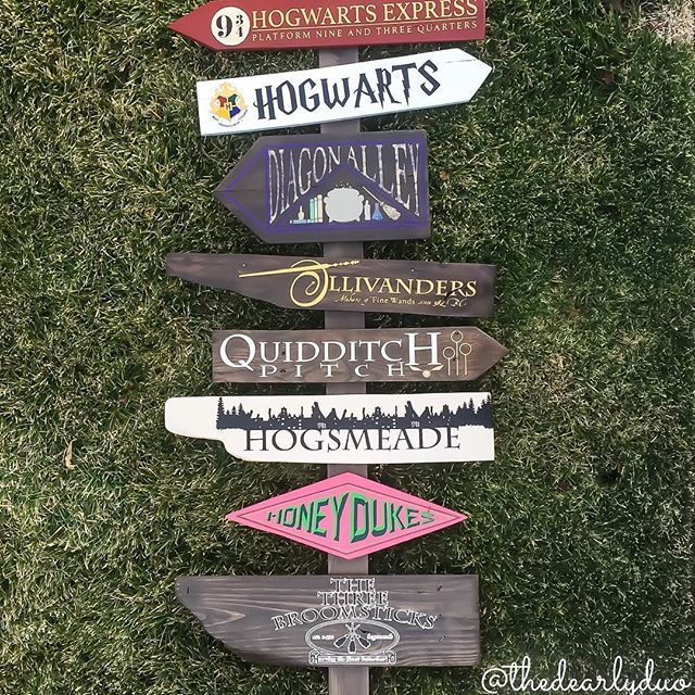 Harry Potter Directional Sign.  @thedearlyduo & @charmingmischief  #HP #Harrypotter #diagonalley #honeydukes #threebroomsticks #olivanders #hogwarts #hogwartsschoolofwitchcraftandwizardry