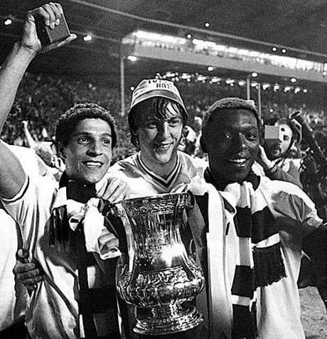 Chris Hughton, Tony Galvin and Garth Crooks with the FA Cup Wembley 1981.