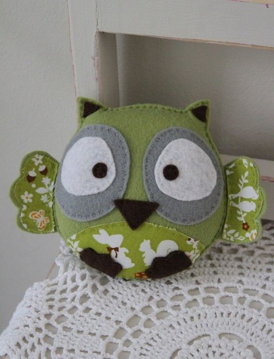 Plushka's original felt baby owl toy (lime green)
