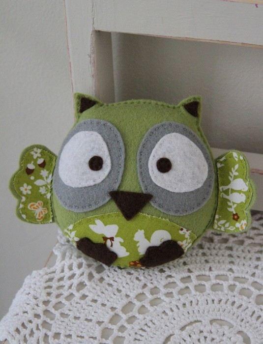 Plushka's original felt baby owl toy (lime green)