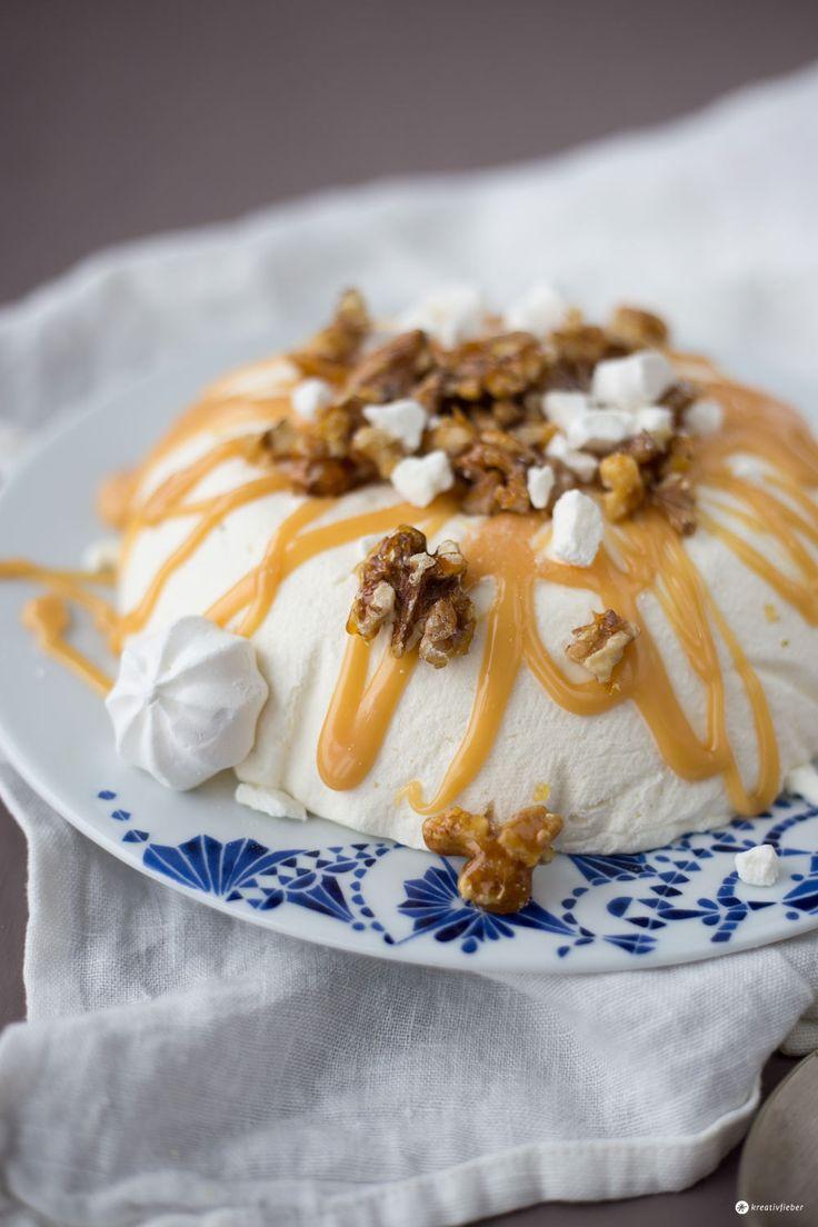Joghurtmousse mit karamellisierten Walnüssen und Baiser - Dessert Rezept