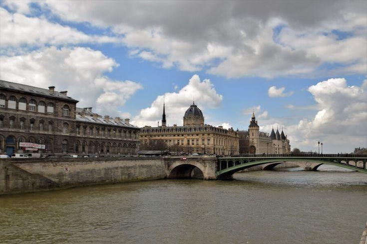 Île de la Cité river