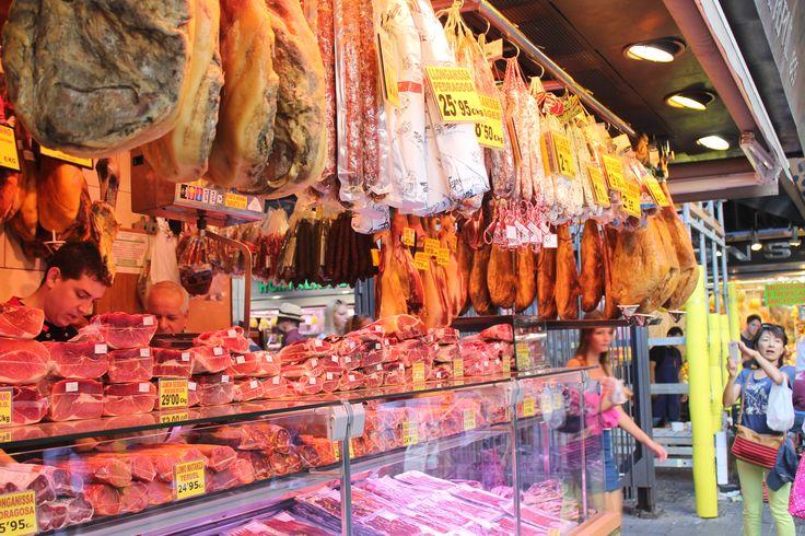 Хамон на рынке Бокерия