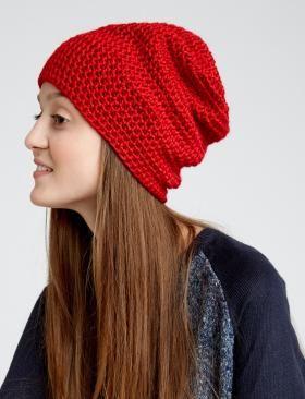 Супер простая шапка крючком для женщин, выполненная из алой акриловой пряжи средней толщины. Вязание шапки осуществляется все время полустолбиками с...