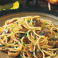 Spaghettini with Mushrooms, Garlic, and Oil: for healthier recipe, reduce oil and serve with whole grain pasta
