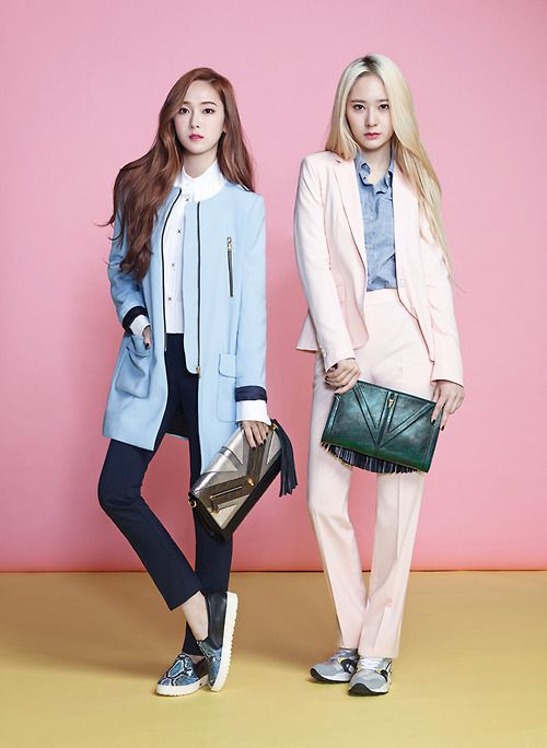 f(x)'s Krystal with her sister Jessica from SNSD