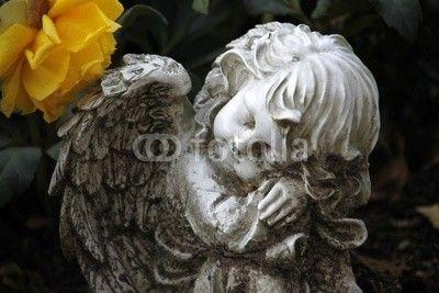 Engelsfigur auf einem Grab
